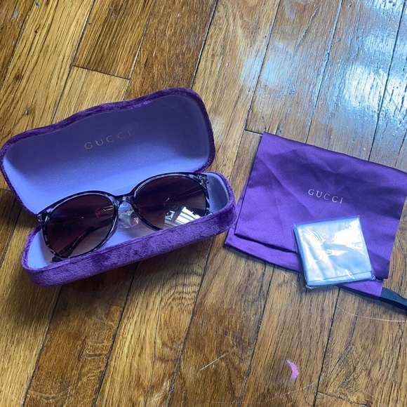 NWT Gucci Sunglasses with case and dust bag